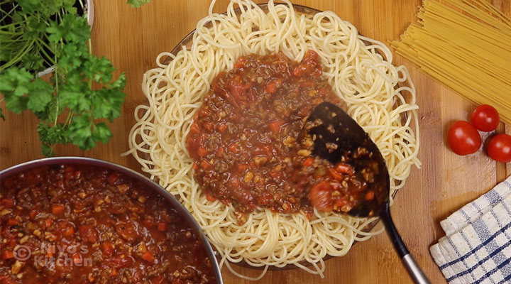 Chicken-and-beef-bolognese-ready