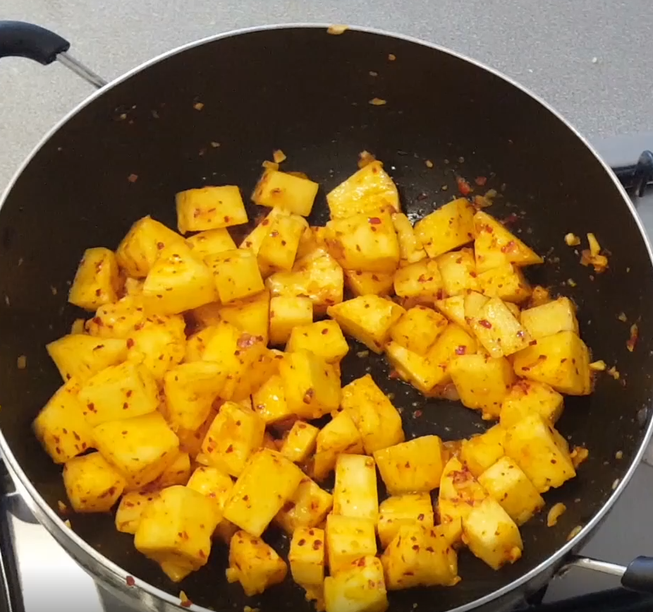 pineapple-curry-chili-flakes